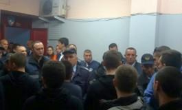 Спорт Медиа: Ако зборуваш кумановски нема влез во салата во Гевгелија (фото)