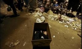 Над осум илјади бегалци кај Идомени живеат речиси под отворено небо (видео)