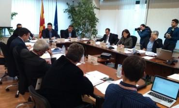 Оставки на членови на ДИК по скандалот со делењето високи бонуси