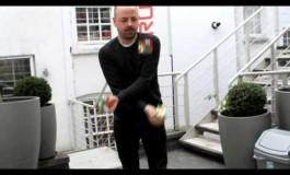 Решава три рубикови коцки за 20 секунди (видео)