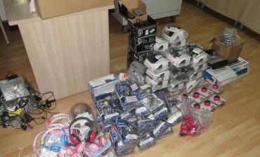 4.150 евра, технички производи и женски хулахопки запленети на Табановце (фото)