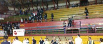 ЕБР ја испразни салата во Куманово - хаос и приведени лица на влезот во Спортската сала