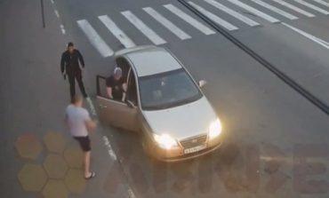 Никад не пуцајте у колено на лудога Русина, ќе се зезнете (видео)