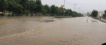 Вчерашното невреме направи хаос низ градот, поплавени дворови и улици (фото)