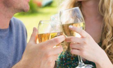 Паровите кои пијат заедно остануваа подолго во врска