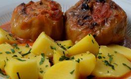 Лесно и едноставно: Запечени полнети пиперки со месо и домати