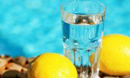 Колку вода дневно мора да пиете за да ослабнете?