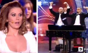 Вистински мајстори: Свират на пијано со својот полов орган (видео)