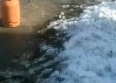 Како да исчистиш снег к'д лопата не е при руку? (фото)