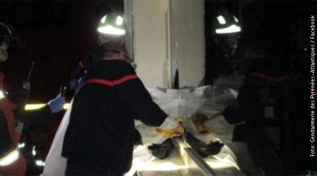 Крадец се заглавил во прозорец, го спасувале пожарникарите (фото)