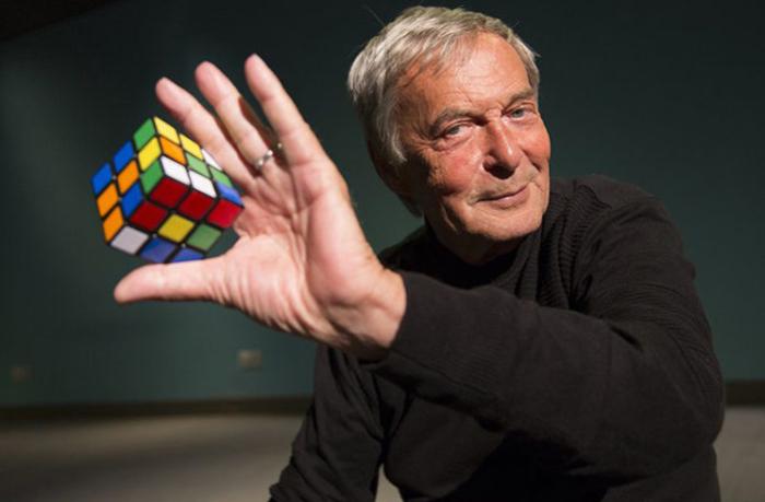 Рубик откри колку време му било потребно да ја реши коцката (видео)