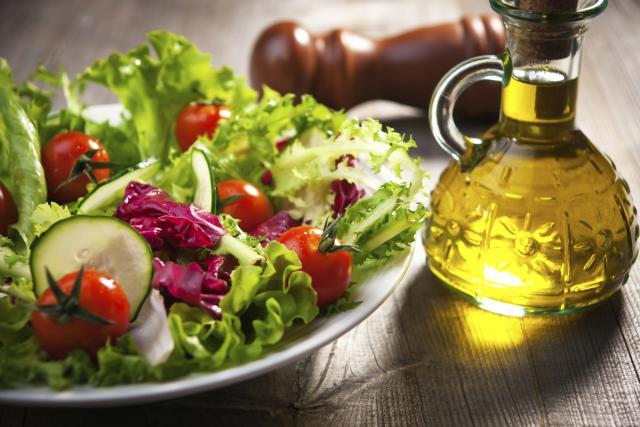 Маслиново масло: Го чува срцето, го штити црниот дроб, го успорува стареењето...