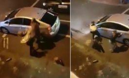 Жестока пресметка на таксист и две девојки (видео)