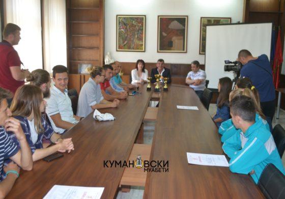 Атлетичарите на прием кај градоначалникот Дамјановски (фото)