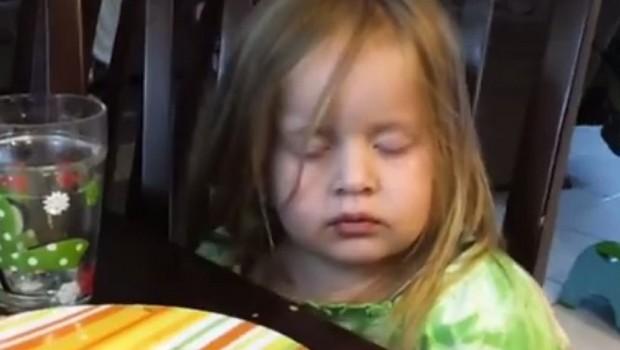 К'д за викенд ќе те разбудив да доручкуеш, а тебе ти пада глава на астал (видео)