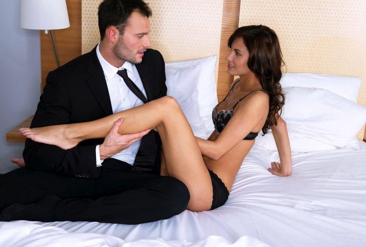 Редовниот секс ја прави жената млада и долговечна