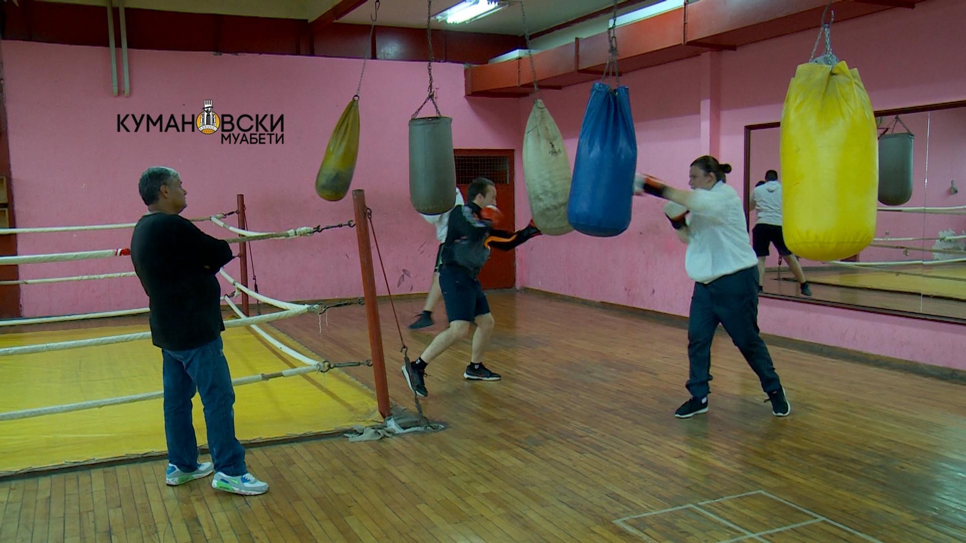 """Тренирајте во боксерскиот клуб """"Лав"""" со легендата на кумановскиот бокс (фото)"""