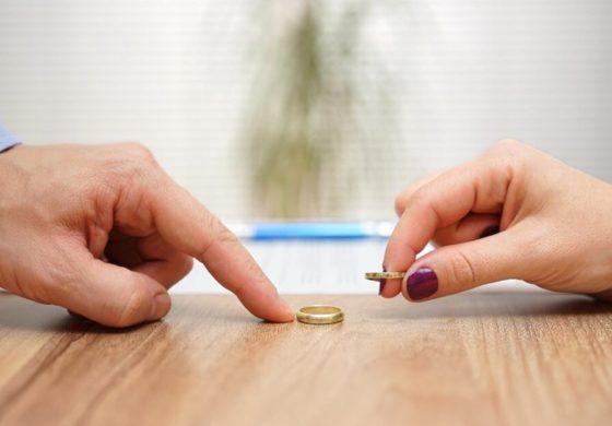 ЌЕ СЕ ИЗНЕНАДИТЕ: Ова е најчудниот изговор за развод