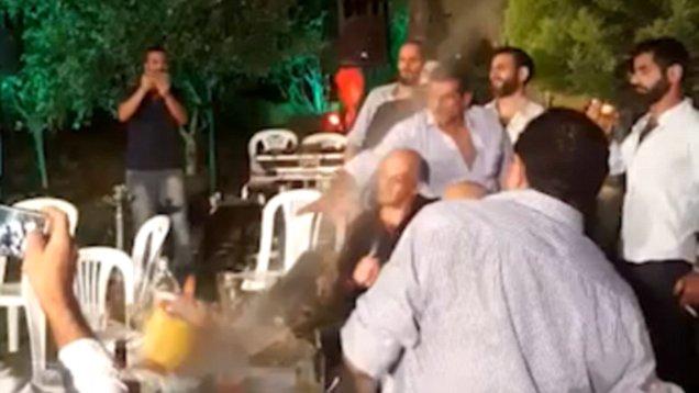 КРВАВА СВАДБА: Младоженецот пукаше во фотографот, а најдебел крај извлекоа лекарите (видео)