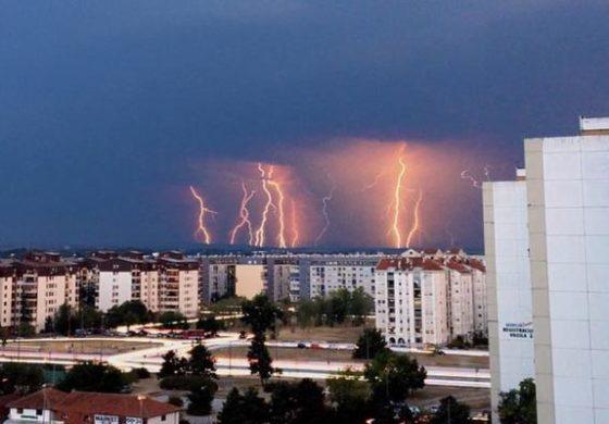 По пеколните температури, потоп во Србија (видео)