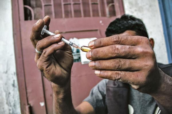 БИЗАРНА ПРАКСА ВО КИНА: ХИВ главно оружје за наплата на долговите!