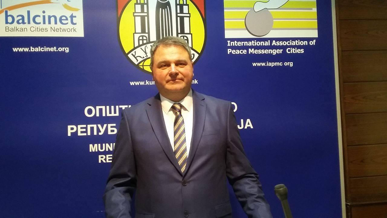 Арсиќ: Стратегијата е продолжување на планот на претходната Влада, нема градење станови за бегалци