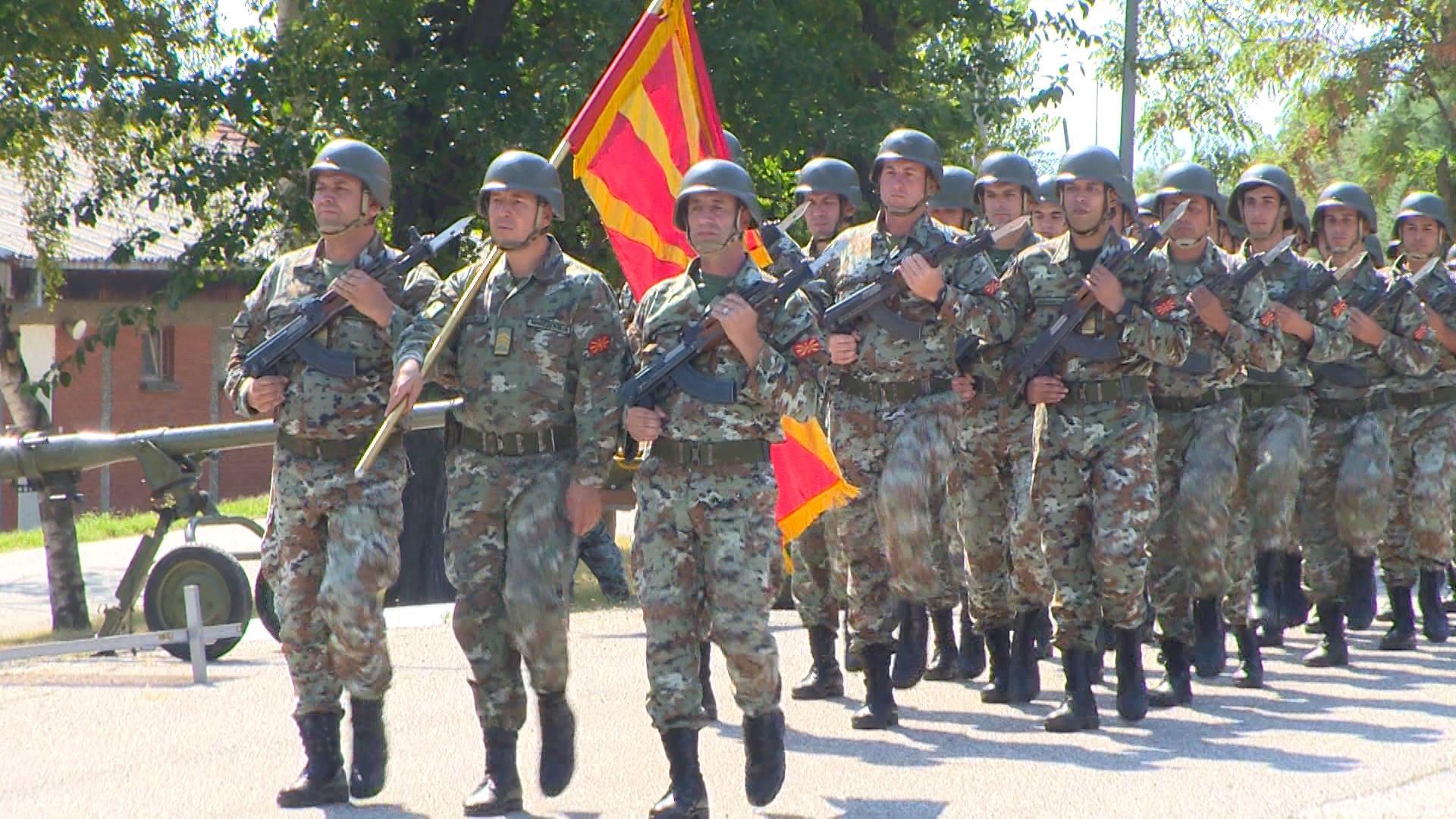"""Во касарната """"Боро Менков"""" одбележан Денот на Армијата (фото)"""
