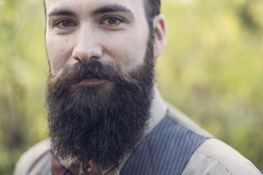 Кога ќе видите колку бактерии има под брадата ќе сакате веднаш да ја избричите (видео)