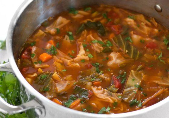 Стопете ги наслагите со супа од зелка