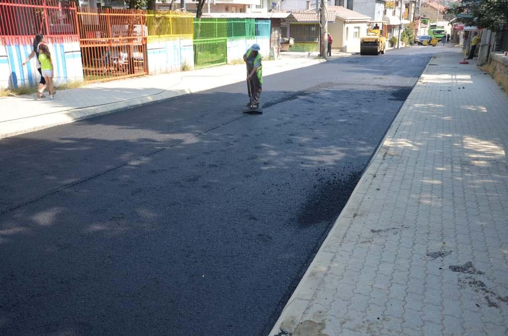 Коцката од пред Гимназија замина во историја, улицата доби нов асфалт (фото+видео)