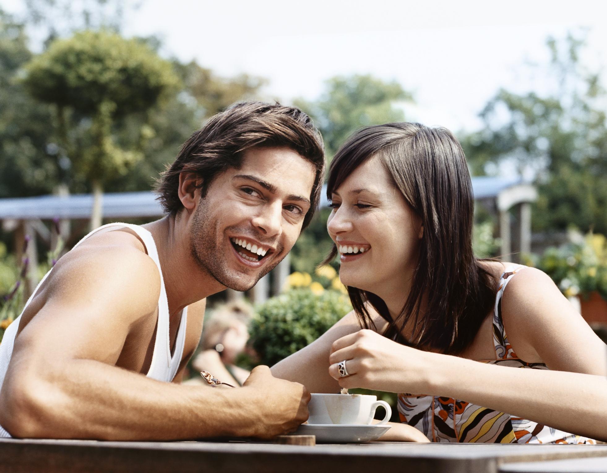 Врски кои стануваат се попопуларни: Пет причини зошто младите момчиња сакаат постари дами!