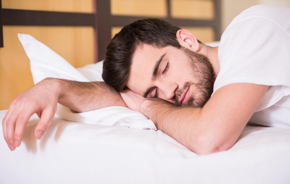 Спиењето на стомак е лошо по здравјето