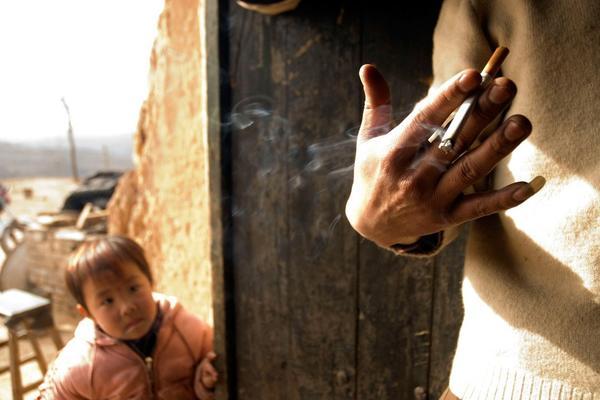 Зошто мажите го пуштаат нокот на малиот прст?
