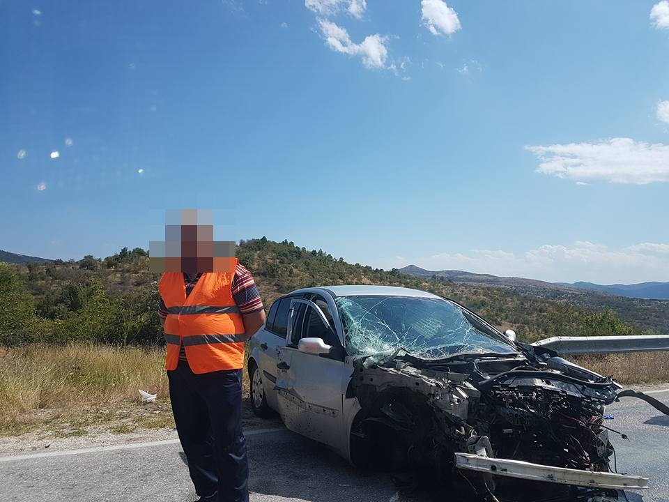 Четири лица повредени во сообраќајка на патот Куманово - Крива Паланка (фото)