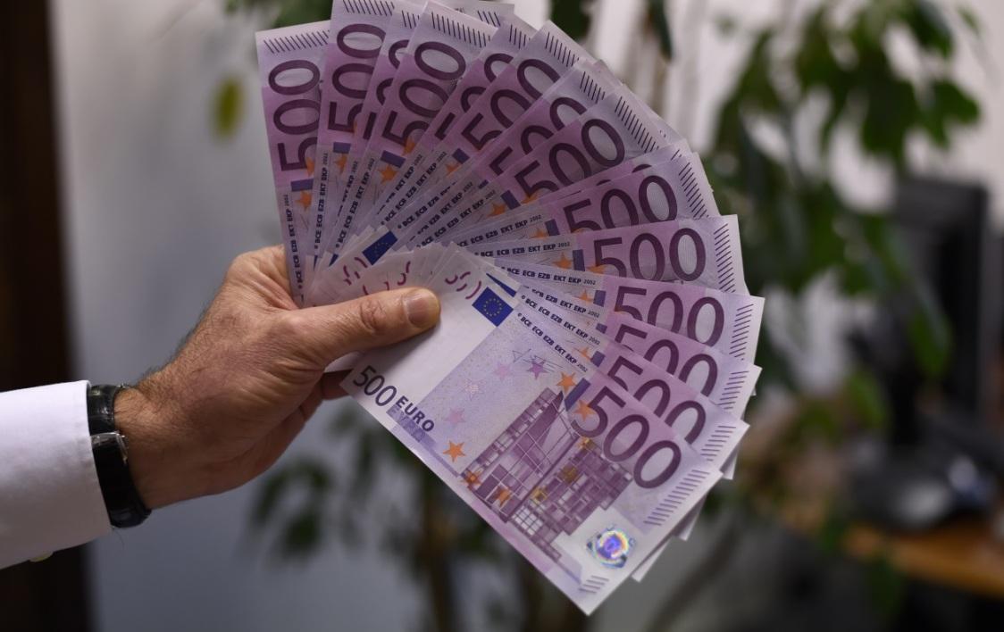 Мистериозна случка во Женева: Банкноти од 500 евра затнале WC школка