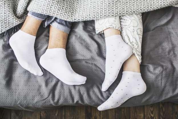 Спиете во чорапи? Еве зошто тоа не е лоша идеја!