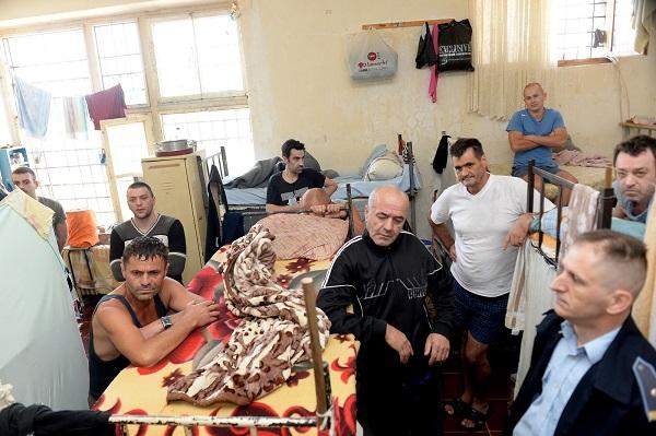 Како изгледа внатрешноста на затворот Идризово? (видео)