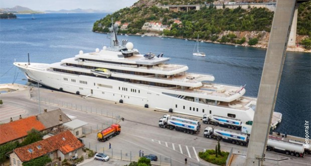 НАТОЧИ ЗА МИЛИОН  Абрамович си ја наполни јахтата со гориво од еден милион евра