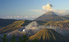 По пет децении мирување вулкан се заканува да го уништи туристичкиот рај (видео)