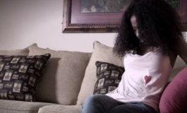 Има 50 оргазми дневно, не смее да престане, ниту смее да има секс со своето момче (видео)