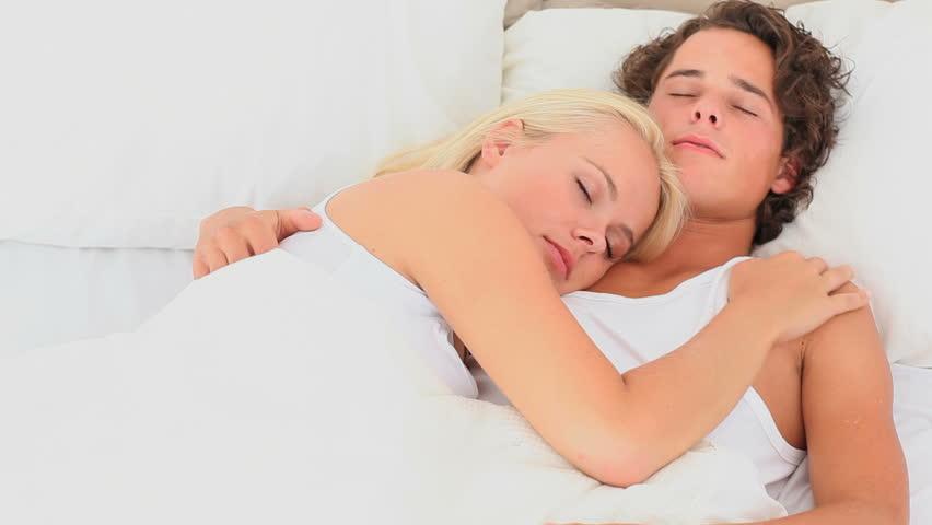 За здрав сон не е важно колку долго спиете, туку кога си легнувате