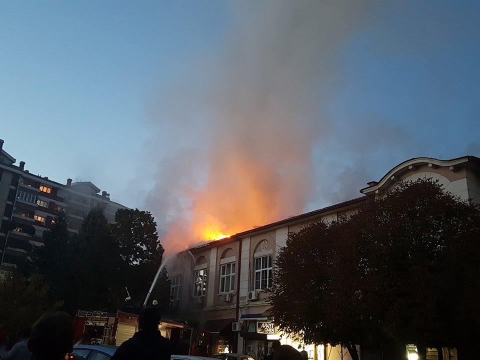 Пожар избувна во старата зграда на Општина Куманово (видео)