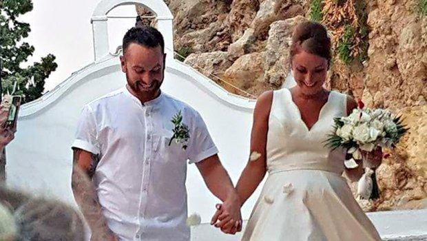Поради оваа фотографија од орален секс забранети се венчавки за странци во Грција (фото)
