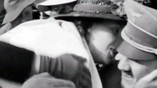 Барала автограм од Хитлер и го бакнала, а поради неговата реакција снимката долго била забранета (видео)