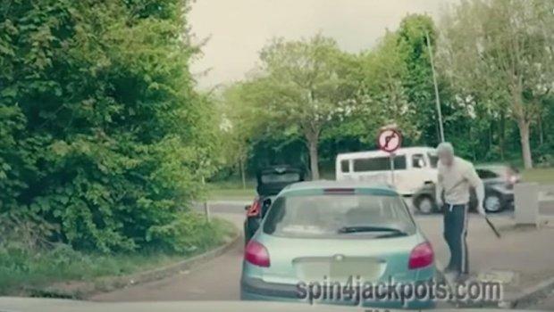 Му го искрши автомобилот со бејзбол палка, но не знаеше дека тој е ММА борец (видео)