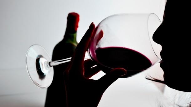 Колку долго шишето вино може да стои отворено?