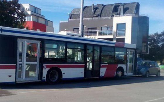 Ако ти испаднев врата на автобус, замениш ги с'с улазни од дома (фото)
