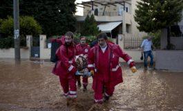 БИБЛИСКИ ПОПЛАВИ ВО АТИНА: Прогласена национална жалост за 16 загинати (фото+видео)