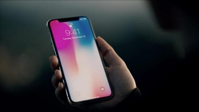 Следната година два нови iPhone X модели