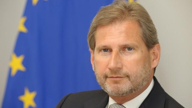 Еврокомесарот Хан во Скопје на разговори за ЕУ агендата